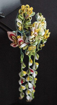 Yonuko's Beautiful Hair Pins:  Japan,Tsumami-kanzashi /  And this marvellous one is based on rape blossoms! Photo by a-yarn