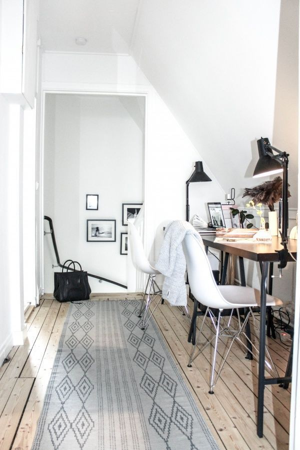 A cute minimal office for two
