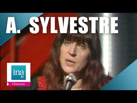 """Anne Sylvestre """"Clémence en vacances"""" (live officiel)   Archive INA - YouTube"""