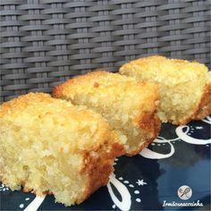 Receita 250 gramas de tapioca granulada (não é hidratada, vende em supermercado) 200ml de leite de coco 250ml de leite de sua preferência (usei de amêndoa) 4 ovos 5 colheres de sopa coco ralado 1 xícaras de adoçante ou açúcar (sugestao- stevia, xilitol, açúcar de coco, açúcar mascavo) 2 colheres de sopa manteiga ghee ou óleo de coco 1 colher de chá rasa de fermento em pó (acrescentei por conta própria) Modo de preparo: Em um recipiente, coloque a tapioca e os 2 leites. Misture e deixe de…