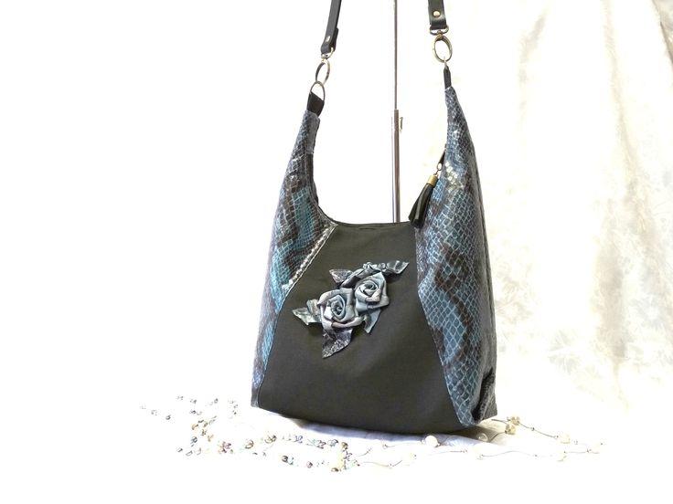 www.facebook.com/ilko2 Ilkó táskák rendelésre. Egyedi kézműves alkotások, szalaghímzés, 3D technológia.