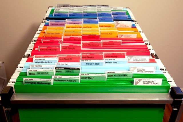 Home Office Organization: Color-coded filing cabinet =)