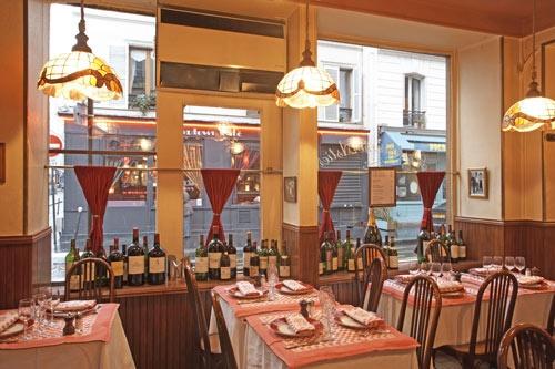 Astier: Een franse bistro, zoals de Franse bistro hoort te zijn .... goede wijnen en als je van Franse kaas houdt.... take it here !!!!!!    Adres: 44 Rue Jean-Pierre Timbaud, 75011 Paris, Frankrijk  Telefoon:+33 1 43 57 16 35  Openingstijden: vrijdag uur 12:00–14:00, 19:30–22:00  Halte/station: Parmentier