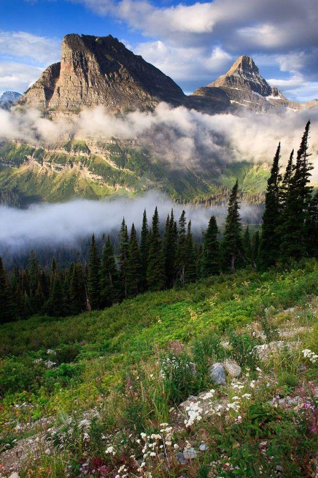 Glacier National Park, dans le Montana Nous voici au nord de l'Ouest américain, à la frontière canadienne, dans la région des Rocheuses. Montagnes, glaciers, lacs, forêts... Le Glacier National Park jouit d'un des écosystèmes les mieux préservés des Etats-Unis. Voir l'épingle sur Pinterest / Via jasonsavagephotography.com