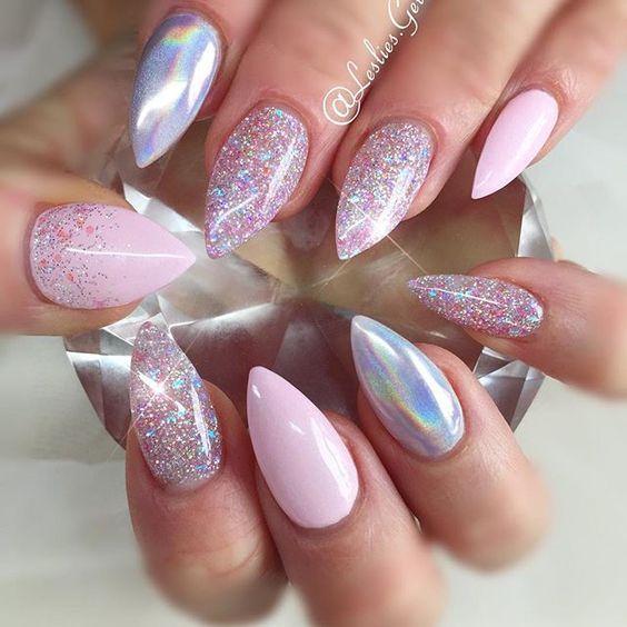 różowe paznokcie holograficzne