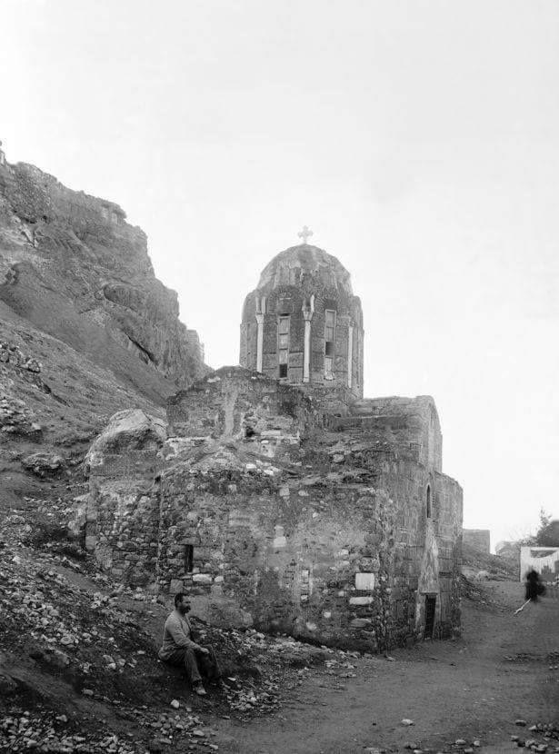 ναός της μεταμόρφωσης του σωτήρα (11ος αιώνας) στις βορειο ανατολικές υπώρειες της Ακρόπολης