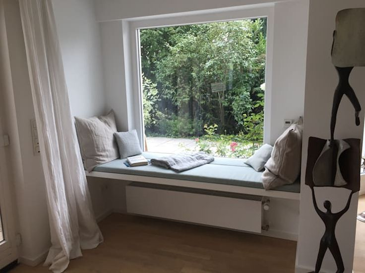 Sitzbereich auf der Fensterbank – Einrichtungsideen   – Die schönsten Hygge und Skansdi-Ideen für zuhause