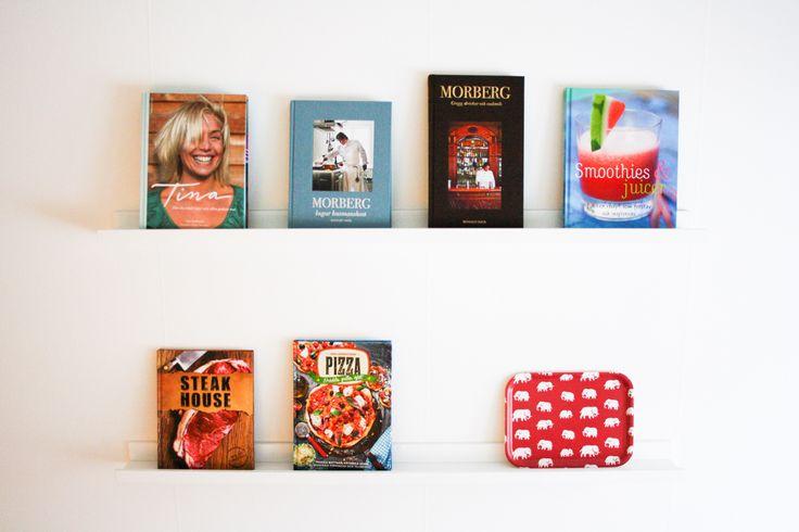 #prada #marfa #interior # deisgn #interiorboys #lexington #lexingtoncompany #beachouse #beachhousecompany #allwhite #pillow #bedroom #marble #newblogpost #interiordesign #scandinavian #nordichome #nordic #blogger #blogg #inredning #sovrum #vitt #livingroom #vardagsrum #brukadesign #zarahome #yankeecandle #tinek #kitchen #kök #pläd #svenskttenn #ikea #skönahem