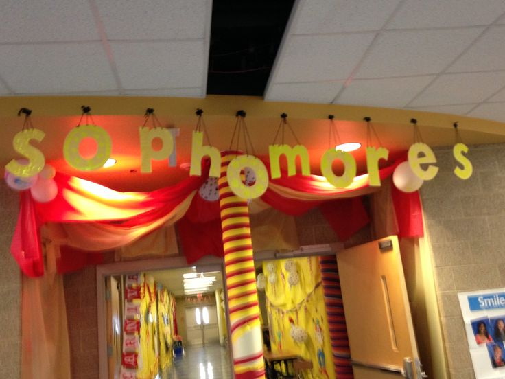 Sophomore Class Hallway for Circus theme!
