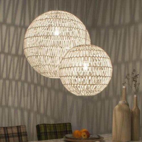 Prachtige hanglamp van Zuiver. Deze Cable 40 white is gemaakt van ijzer en papier. Als je in de avond de verlichting aan zet, dan krijg je van de Cable Drop whi