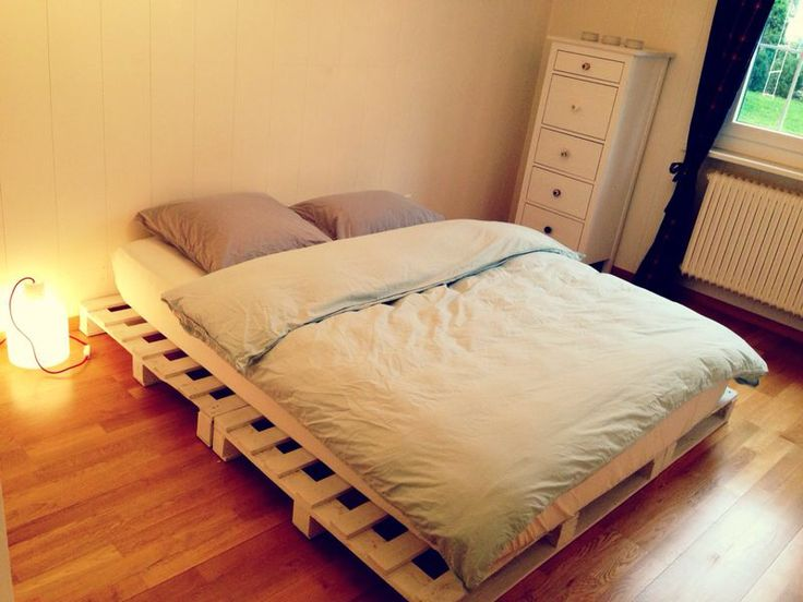 Bed on cargo palette
