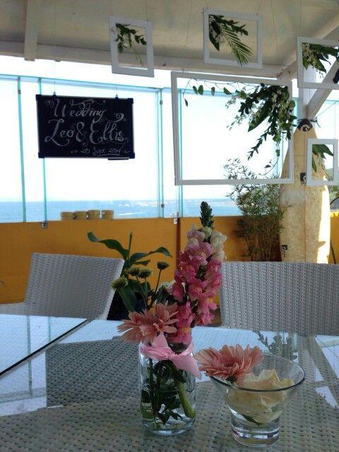 Simple table flower arrangement
