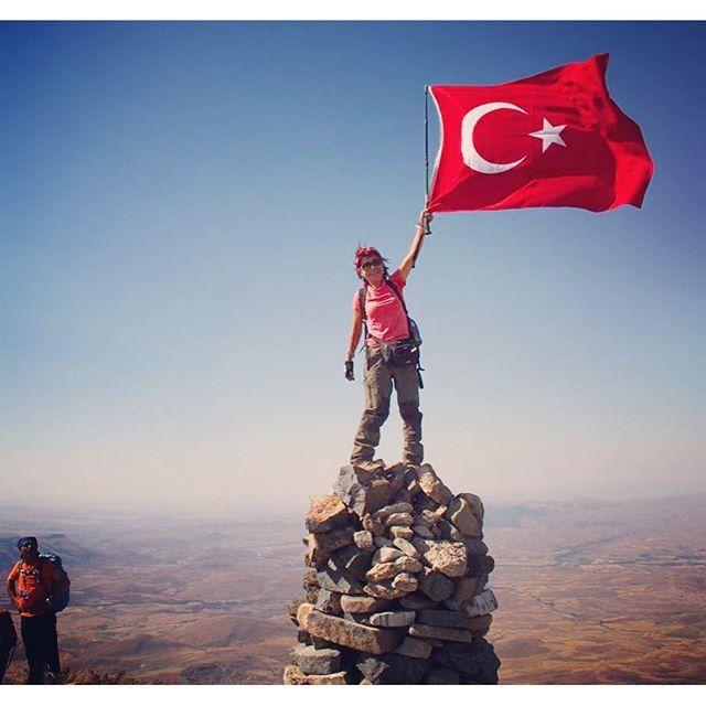 Sivas Yıldız Dağı Zirvesi  Bayrak İnmez  Fotoğrafı gönderen: Cüneyt Çelik