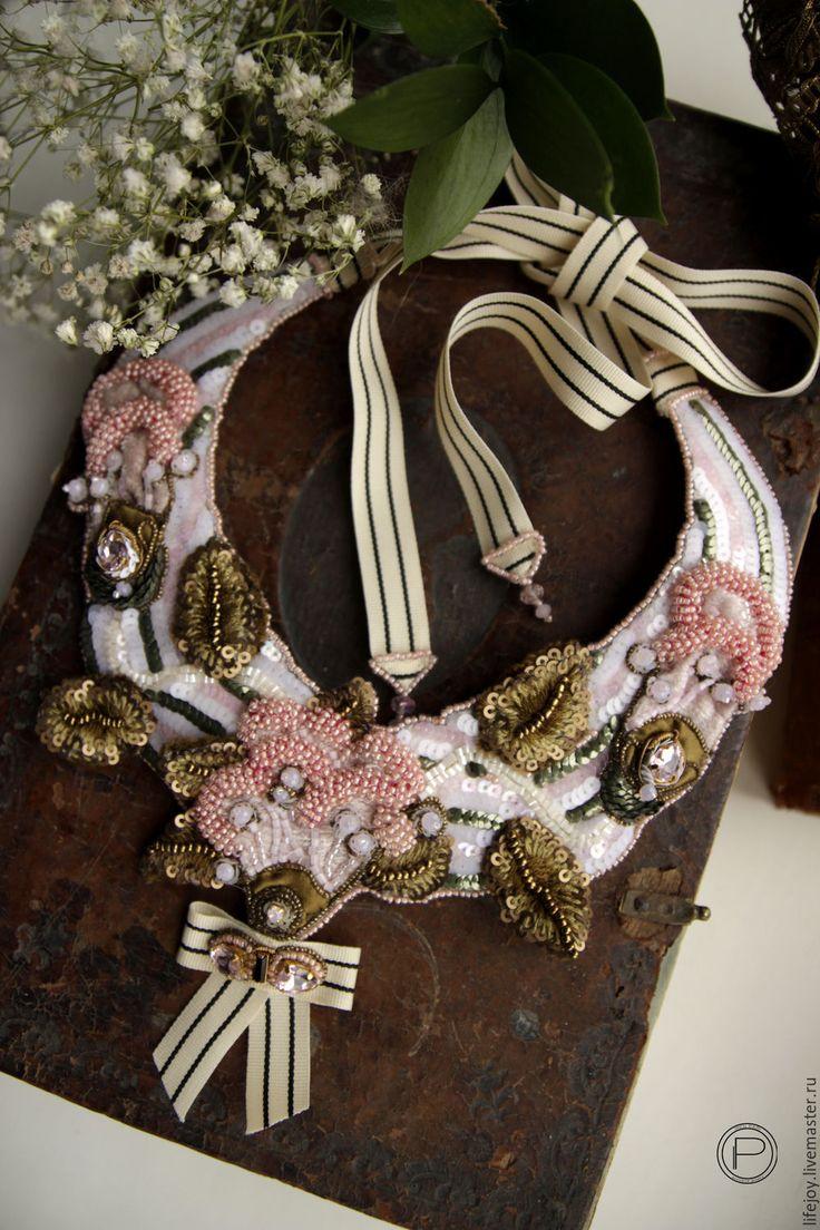 Купить Колье с фантазийными цветами. - розовый, оливковый, белый, колье, колье с цветами, колье с подвеской