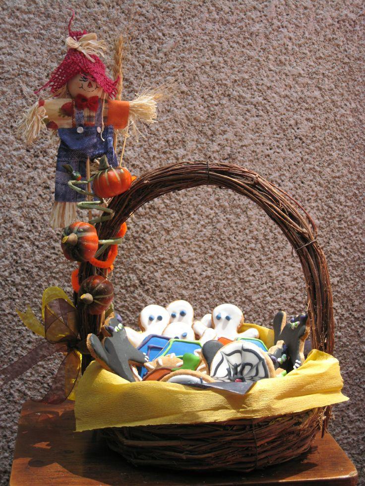 Canasta para dia de muertos con galletas decoradas - Canastas de mimbre decoradas ...