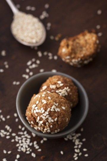 #ciasteczka #pralinki zbożowe z masłem orzechowym i #tahini. #fingerfood #delektujemy #bakalland
