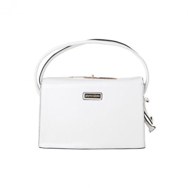 """""""Pierre Cardin ci regala questo tocco di eleganza che non può mancare nel vostro armadio! La borsa a mano bianca completerà il vostro look da passeggiata!"""""""