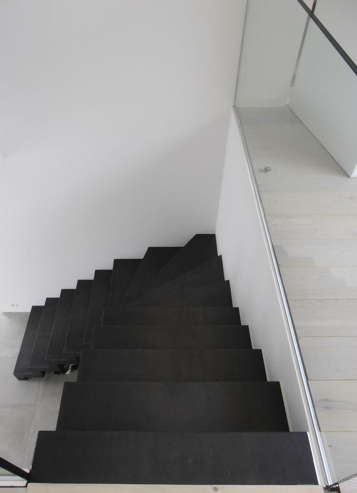 Zwarte stalen trap met kwartdraai metalen trappen pinterest house - Metalen trap ...