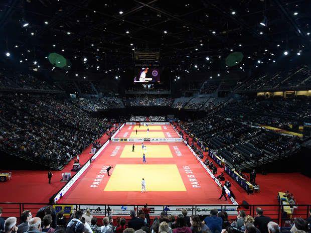 Sports collectifs à l'Accor-Hotel Arena Appelez le Bercy, ou Accor Hotel Arena. Peu importe, cette enceinte ultra moderne, opérationnelle depuis fin 2015, dispose de plus de 15.000places assises. De quoi accueillir aissément les équipes de basket, volley et hand-Ball.