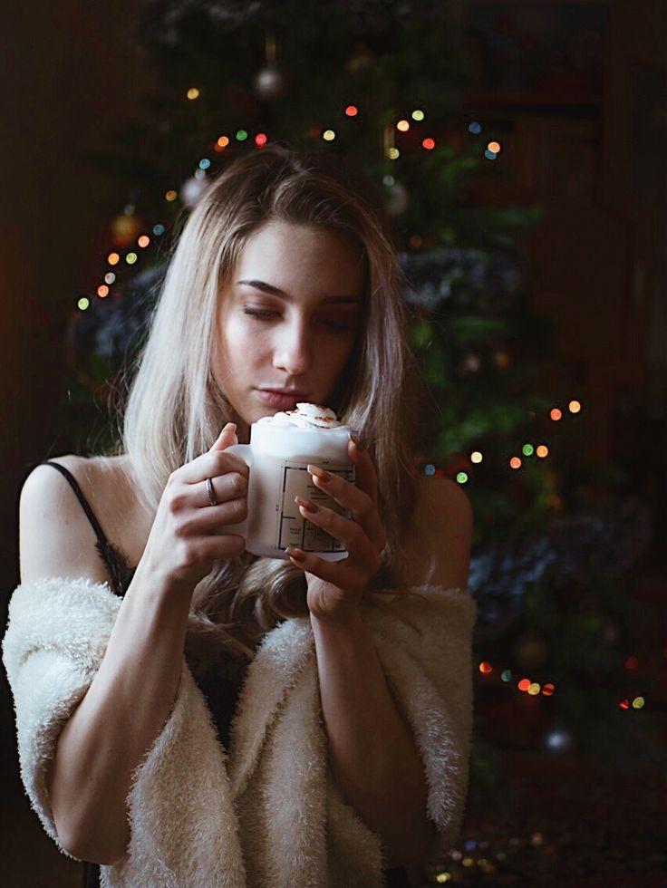 Coffee curly blonde hair grey silver reflex shampoo christmas tree holidays white fur arhitecture cap mug nude nails long hair christmas decorations