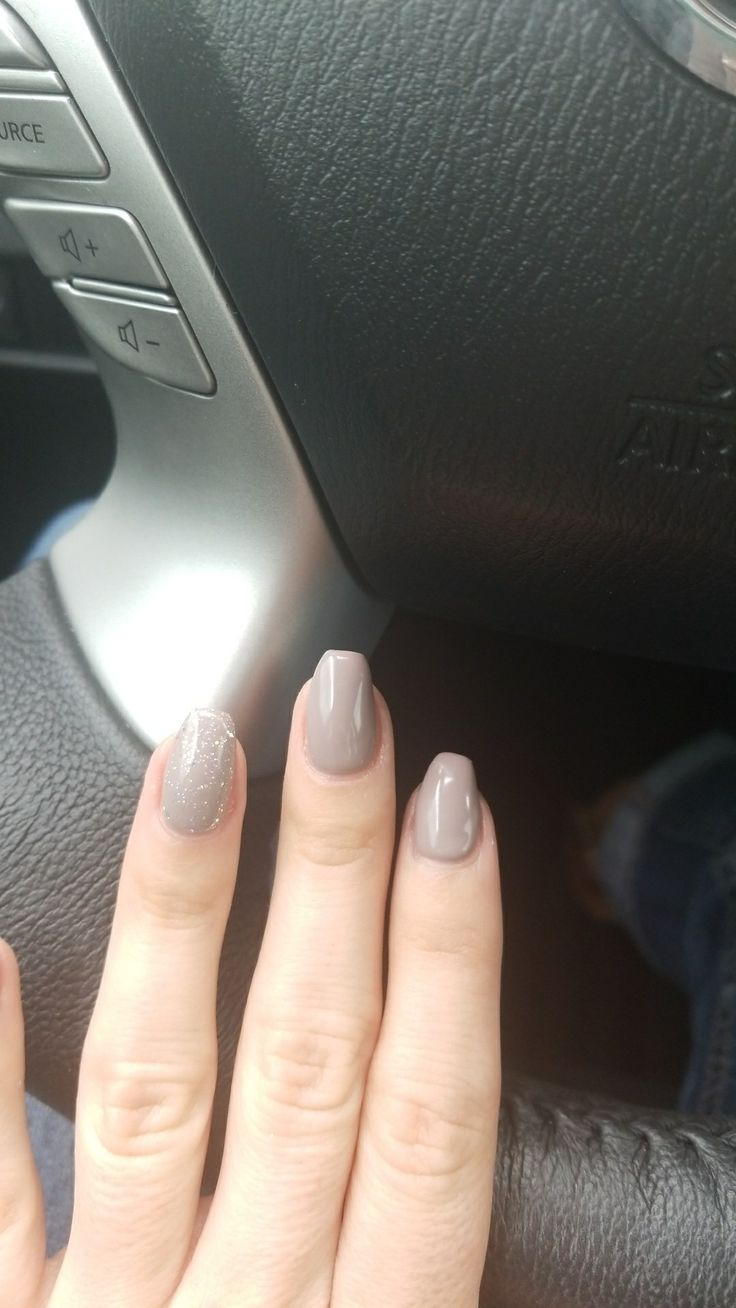 OPI Taupe less beach