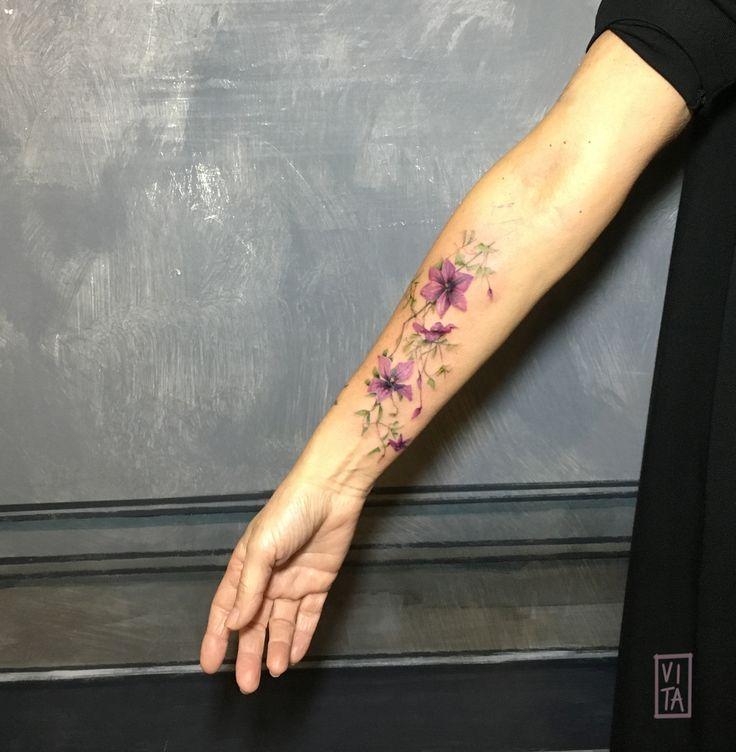 Una Clematis, pianta volubile dal legno sensibile. ➜booking: gil@purotattoostudio.it --- #unfiorepersempre #oneflowerforever #gilbertavita #tattoo #tatuaggio #colorstattoo #acquarello #watercolor #tattooidea #tattoodesign #tattoomilano #navigli #aquarelltattoo #colortattooartist #flower #flowertattoo #tattoosforgirls #tattoodo #inkedmag #skinart_collectors #thebesttattooartist #thebestitaliantattooartist #tattooselection