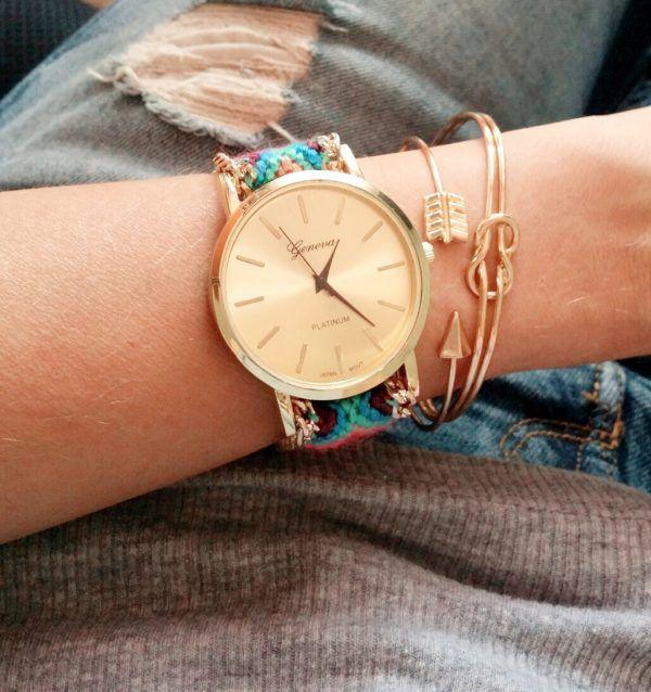 Montre bracelet brésilien, la montre tendance 2017. Superbe montre, unique en son genre avec son bracelet brésilien tendance!Cadran rond .Mouvement à trois aiguilles. Fermeture réglable.    Un jolie montre qui sublimera vos poignets en un clin d'oeil!!!    La montre parfaite à porter tous les jours!    Emballage cadeau offert!