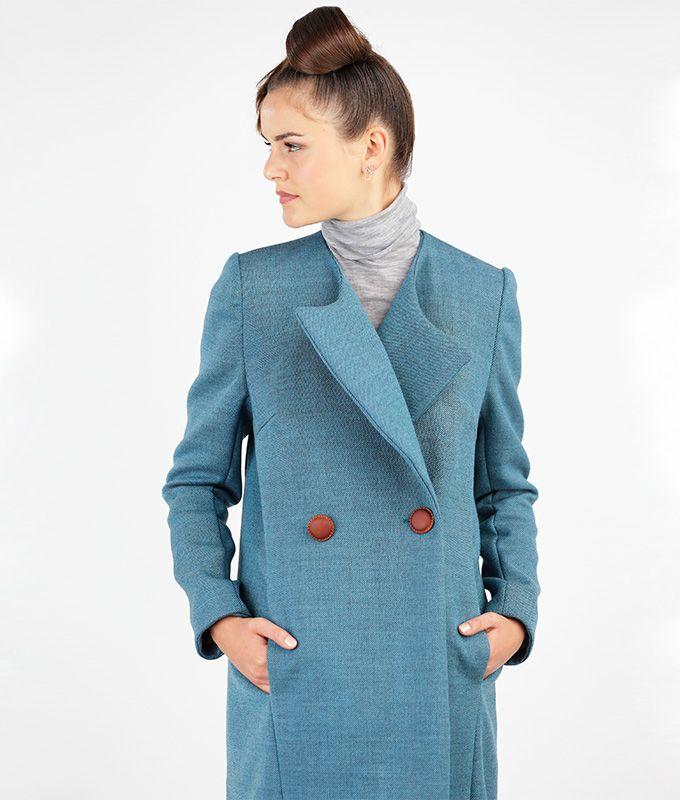 Joanna ist ein klassischer Mantel mit schrägen Längsnähten im Vorder- und Rückenteil, Seitennahttaschen und einem großen, angeschnittenen Revers. Du kannst Joanna in einer kurzen oder einen langen Variante nähen  Mehrgrößenschnitt: 34/36/38/40/42/44/46 Stoffempfehlung:Wollstoffe  Caroline, das Model, ist 178 cm und trägt Größe 36.  Dieses Schnittmuster gibt es als Versandschnitt (geplottet auf 80g Papier) oder als pdf-Download. Nachdem Deine Bestellung abgeschlossen ist, erhälst Du einen…