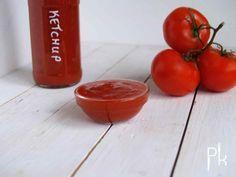Een tomatenketchup zonder geraffineerde suiker en kleurstoffen. Op Pienskeuken staat een eenvoudige recept hoe je zelf kunt maken.