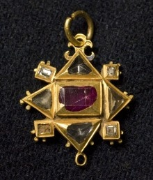 Pendant (© Colchester Castle Museum) circa 1600    This pendant is made of gold set with diamonds and a single ruby decorated with enamel. It is from the late Tudor period and notable for the use of diamonds. Pendants such as this were worn by aristocratic, or even royal, women in various ways; attached to clothing or hanging from chains or ribbons. Colchester and Ipswich Museum Service has a collections of portraits of individuals wearing costume and jewellery of the same period.