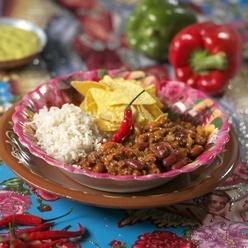 Petit Henri Chili con carne met witte rijst (2-vaks): Schotel met bruine bonen, kidney bonen, verse groenten en rundvlees. Met gekookte witte rijst.
