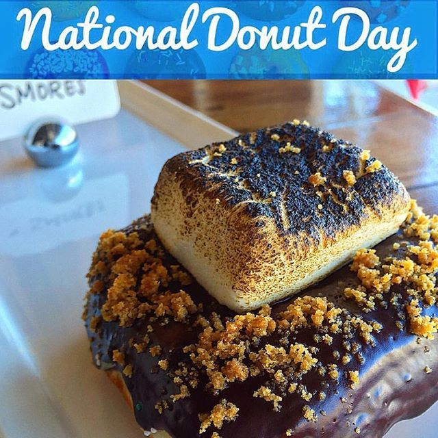 S'Mores on National 🍩 Day 🎉 is a MUST. Text STREETCAR to 33733 (🆕expanded delivery range) . . . Download & Order thru our app Text STREETCAR to 33733 #streetcarmerchants #donuts #friedchicken #youstayhungrysd #munchies  #foodpics #foodporn #foodie #hungry #brunch #instafood #lajolla #foodgasm #igers #sandiego #NorthPark #foodstagram #nationaldonutday #igfood #eeeeeats #igmeals #foodphotography #instagood #goodeats  #feedfeed #delicious #food #lajollacove #doughnuts #huffposttaste…