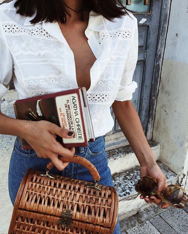 Roadtrip essentials: basket bag, sunglases, levis and my book (Agatha Christie) #yas