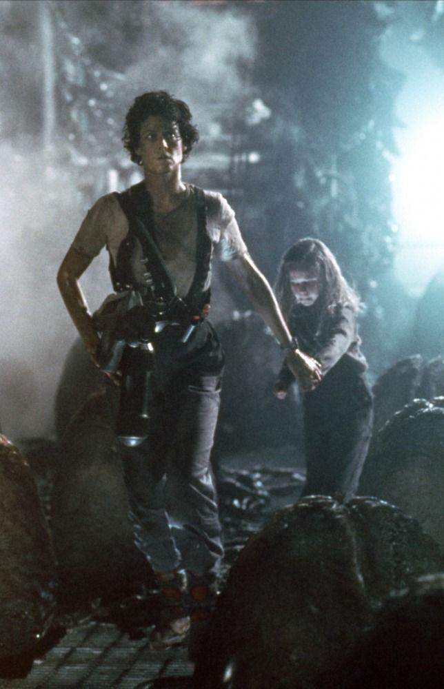 Aliens (1986) - Carrie Henn & Sigourney Weaver