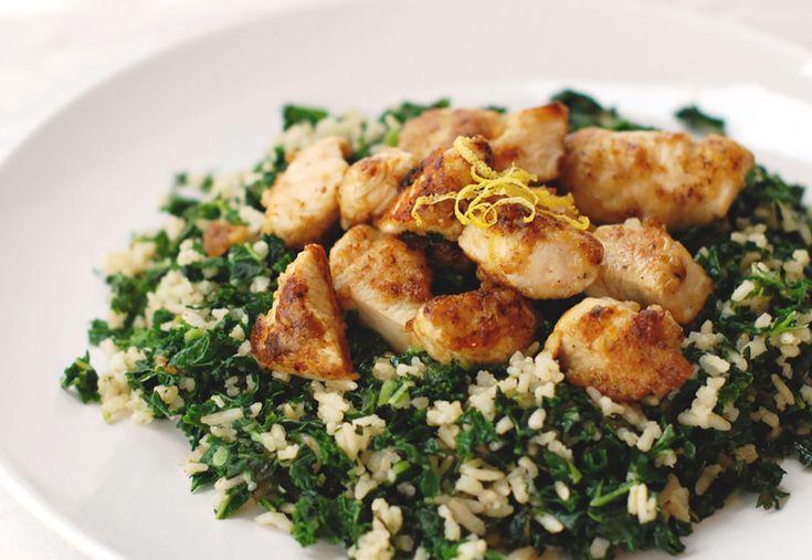 Het snelle, makkelijke en lekkere recept voor deze week: rijst met boerenkool en krokante kip met citroen.