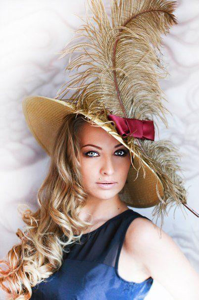 женская шляпа с перьями фото скачайте тематические картинки