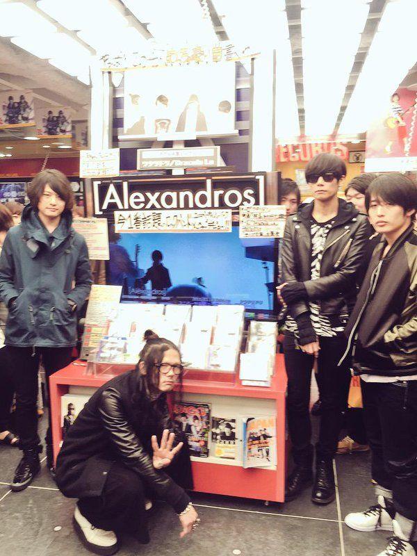 [Alexandros]2015/3/18【J-POP】[Alexandros]メジャーデビューシングル『ワタリドリ/ Dracula La』発売日にメンバー全員が御来店!「いつもありがとうございます!」とコメント頂きました!お忙しい中本当にありがとうございました!(古)