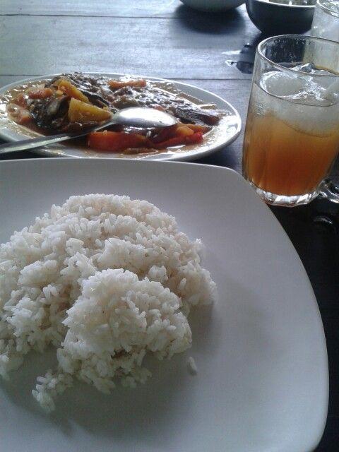 Nasi + ikan gurame asam manis + lemon tea ice.. you must try it ;)