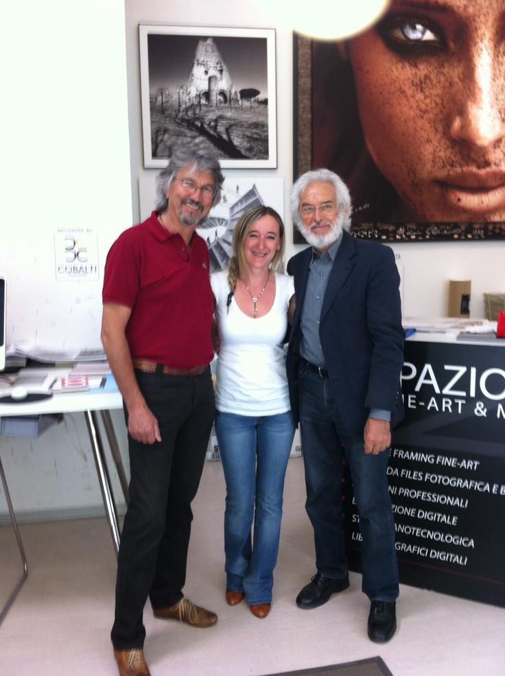 Diego (owner di #spazio81) e Laura con il Maestro Mimmo #Jodice. seguici su spazio81.it
