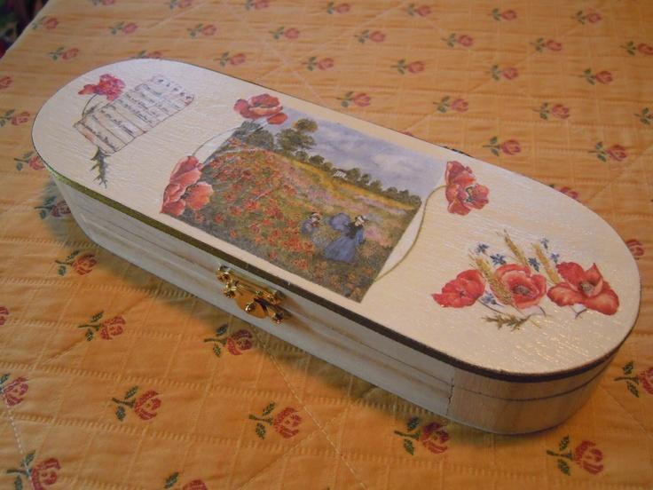 PORTAPENNE IN LEGNO DECORATO  http://creandosicrescecrescendosicrea.tumblr.com/post/41786860495/portapenne-in-legno-ho-personalizzato-questo