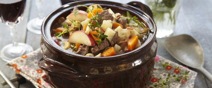 Denne gryteretten med masse deilige grønnsaker er perfekt å servere gjester. Lag en god hjemmelaget potetmos til eller godt nybakt brød.