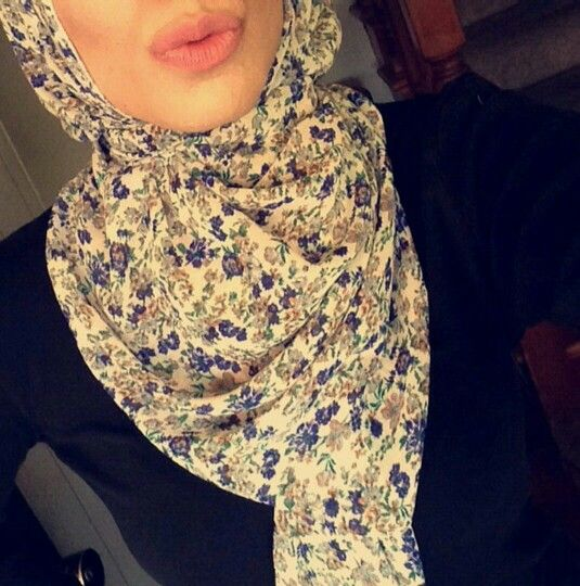 Divinity Collection - Cream and Electric Blue Chiffon #hijab. http://www.divinitycollection.com.au/Printed-Chiffon-Hijab/Rectangle-Printed-Chiffon-Hijab?product_id=648