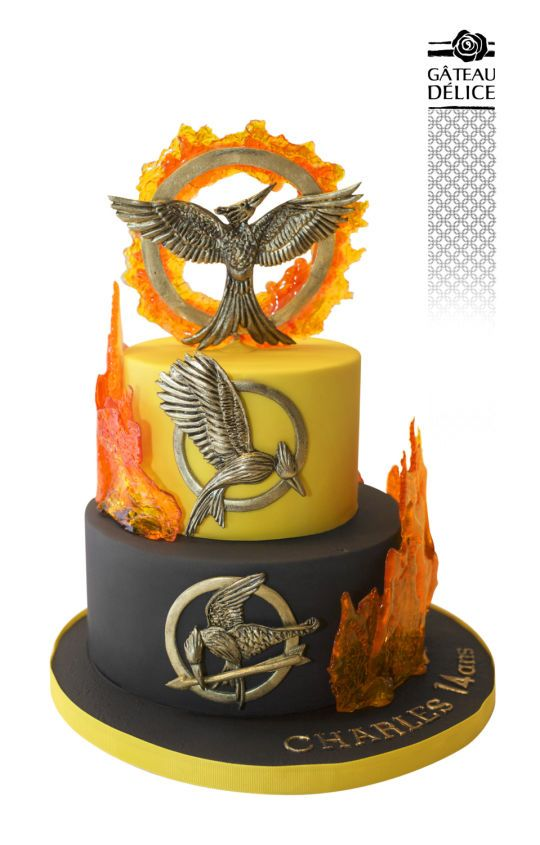 We can't decide whether we'd rather stare at this cake or eat it (though the series is called The HUNGER Games, so...)! http://writersrelief.com/