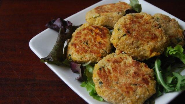 Necesitamos   500 gramos de brócoli cocido  150 gramos de lentejas cocidas  100 gramos de queso parmesano  2 cucharadas de pan rallado p...