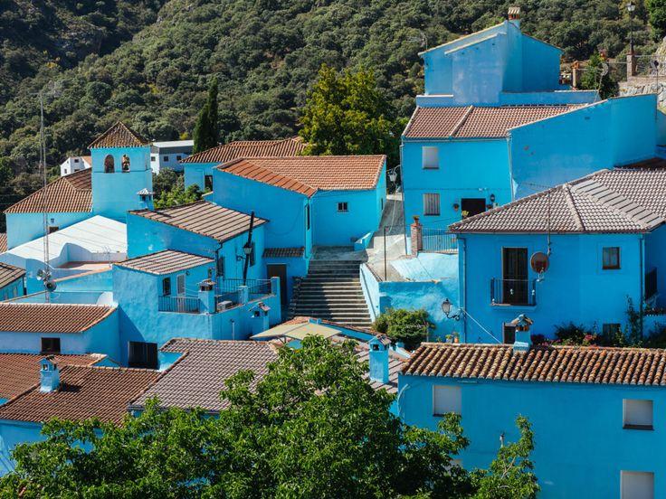 A quelques kilomètres de Ronda, le petit village blanc de Júzcar s'est vu métamorphosé à l'occasion de la sortie du film des Schtroumpfs.