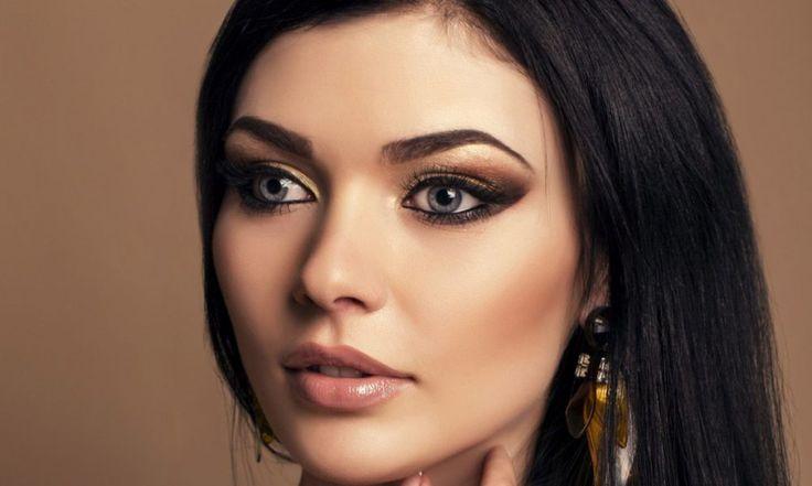 Серый цвет глаз – самый универсальный, поскольку позволяет создавать прекрасный макияж практически с любыми оттенками косметики. Редко можно встретить глаза чисто серого цвета, обычно они имеют некий отлив или вкрапления, к примеру, коричневого, голубого или зеленого оттенка. Макияж для серых глаз: подбираем косметику 1. Сероглазым девушкам можно пользоваться как черной, так и любой цветной тушью […]