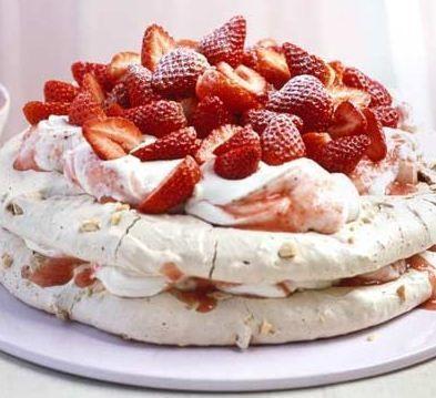 Receta:Torta de merengue, ruibarbo y calafate | De buena mesa