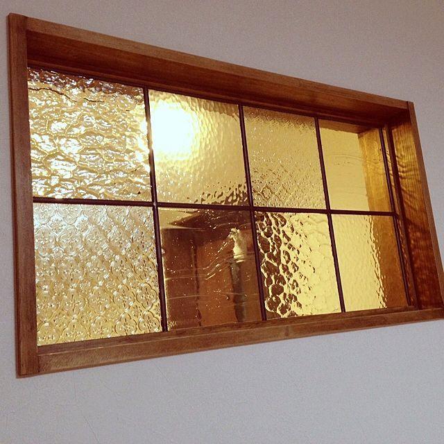 のレトロ/室内窓/玄関/入り口についてのインテリア実例を紹介。「室内窓」(この写真は 2013-12-21 22:23:11 に共有されました)