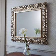 Spiegels:  Hang spiegels niet op een zonnige plaats, ze worden dan sneller dof.  Gebruik voor het schoonmaken een zwakke zeepoplossing. Smeer badkamerspiegels dun in met shampoo of een afwasmiddel. Uitwrijven met een schone droge doek. Dit voorkomt dat ze telkens weer beslaan...