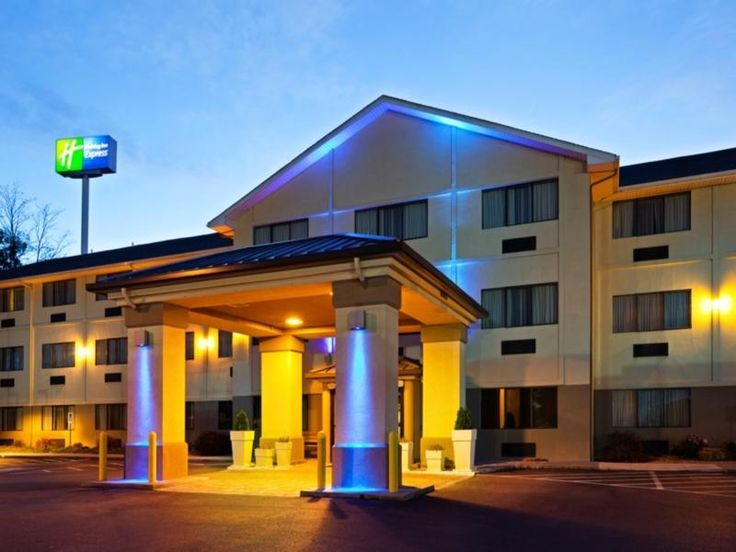 Abingdon (VA) Holiday Inn Express Hotels Abingdon United States, North America Stop at Holiday Inn Express Hotels Abingdon to discover the wonders of Abingdon (VA). The property features a wide range of facilities to make your stay a pleasant experience. Service-minded staff will welcome and guide you at the Holiday Inn Express Hotels Abingdon. Comfortable guestrooms ensure a good night's sleep with some rooms featuring facilities such as non smoking rooms, air conditioning, i...